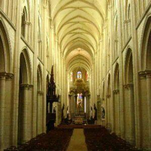partes de la iglesia nave central de la iglesia de Fecamp, Francia